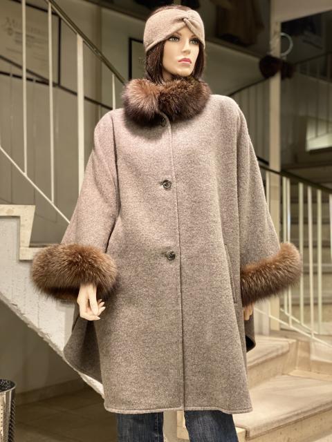 Cape aus Cashmere oder Wolle